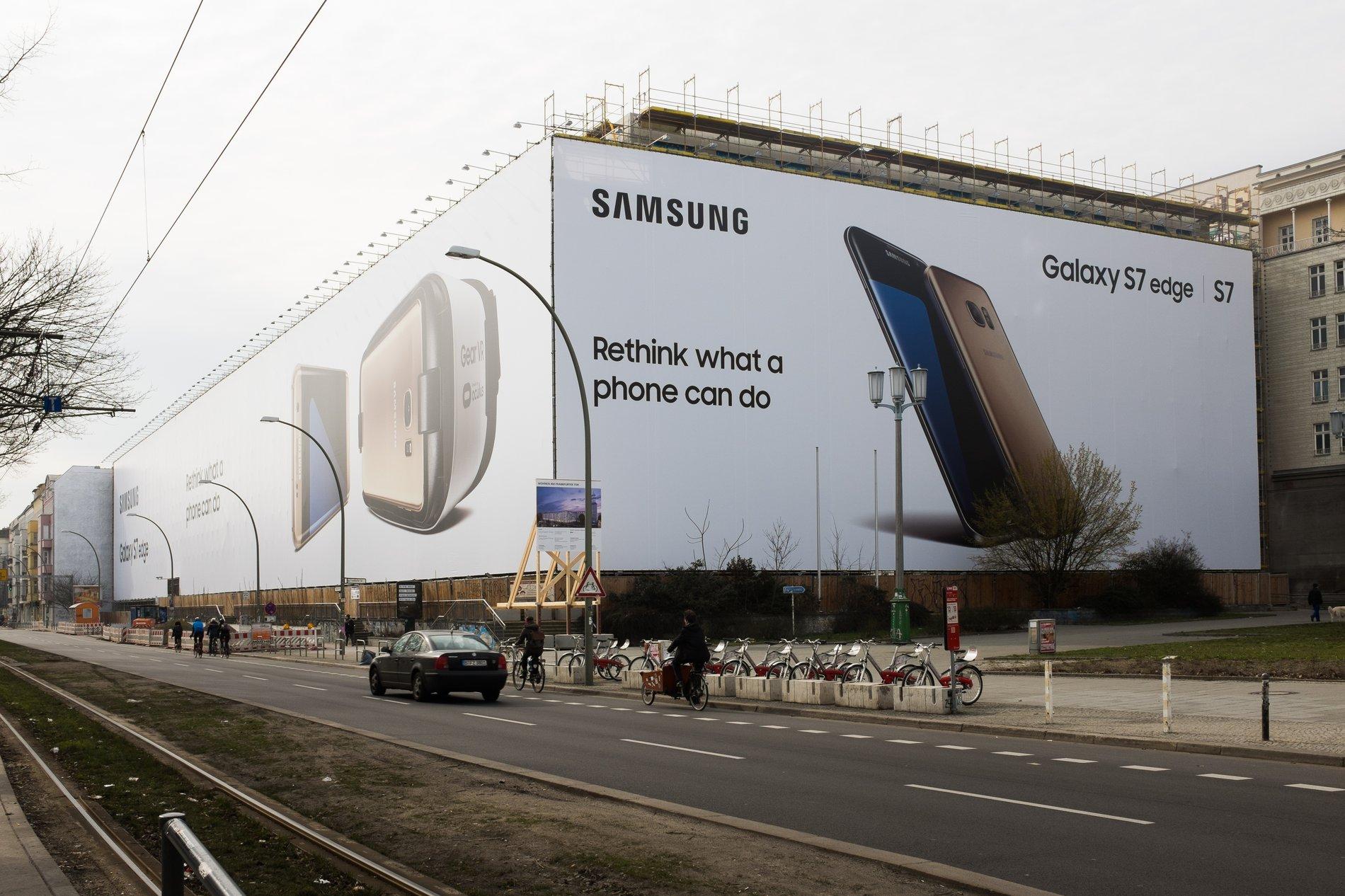 ST-Samsung-Sharp-Sans-Billboard-S7