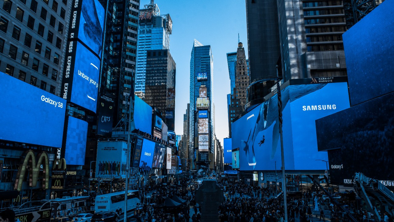 Samsung-Sharp-Sans-Unbox-Your-Phone-Times-Square-New-York-City
